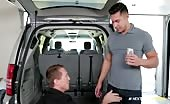 Pierce et Seth font du sexe anal dans le garage