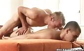 Position initiale pour le sexe anal