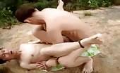 Gays asiatiques baisent en plein public